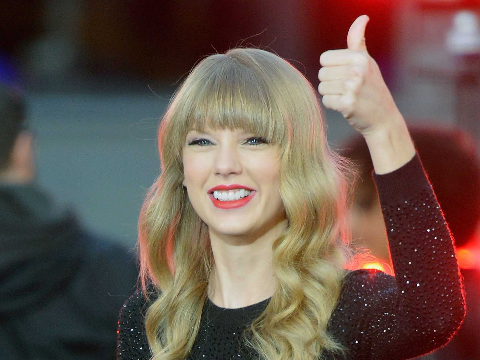 http://rouzegar.com/wp-content/uploads/2014/08/how-taylor-swift-conquered-the-music-world-by-age-22.jpg