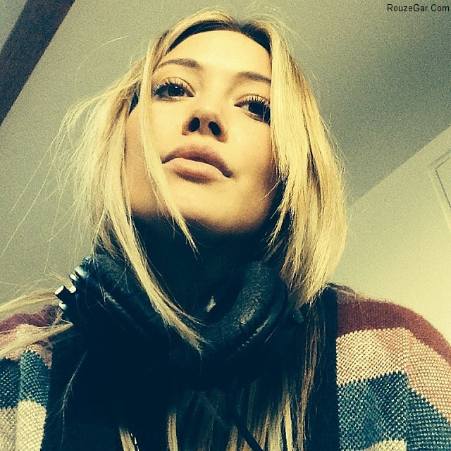http://rouzegar.com/wp-content/uploads/2014/11/Hilary-Duff-snapped-selfie-while-bundled-up-studio.jpg