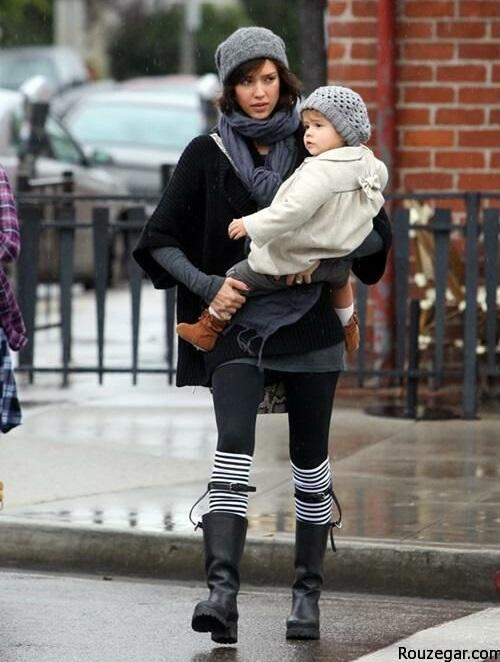 Jessica Alba, Honor and Mother stoped in Beverly Hills to have lunch at The Cabbage Path then she took Honor to shopp for rugs at anthropologie. Pictured: Jessica Alba Ref: SPL145847  200110   Picture by: Splash News Splash News and Pictures Los Angeles:310-821-2666 New York:212-619-2666 London:870-934-2666 photodesk@splashnews.com