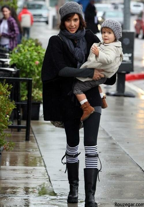 Jessica Alba, Honor and Mother stoped in Beverly Hills to have lunch at The Cabbage Path then she took Honor to shopp for rugs at anthropologie. Pictured: Jessica Alba Ref: SPL145847  200110   Picture by: Splash News Splash News and Pictures Los Angeles:	310-821-2666 New York:	212-619-2666 London:	870-934-2666 photodesk@splashnews.com
