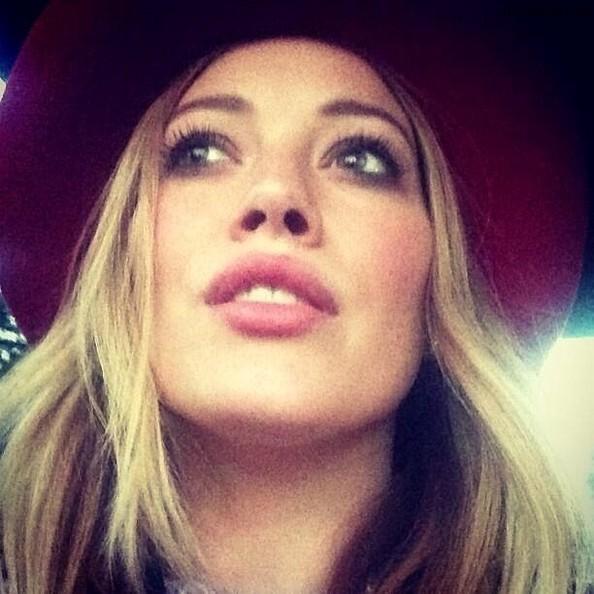 https://rouzegar.com/wp-content/uploads/2014/11/Hilary_Duff_RouzeGar.Com_11.jpg