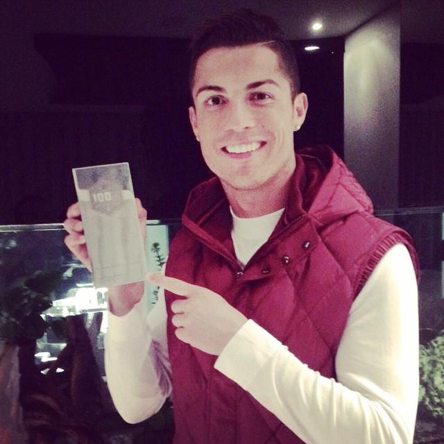 https://rouzegar.com/wp-content/uploads/2015/01/Ronaldo_Rouzegar.com_1.jpg