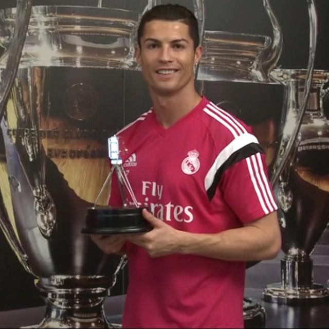 https://rouzegar.com/wp-content/uploads/2015/01/Ronaldo_Rouzegar.com_4.jpg