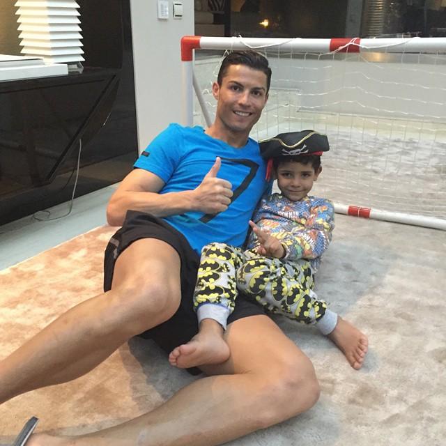 https://rouzegar.com/wp-content/uploads/2015/01/Ronaldo_Rouzegar.com_5.jpg