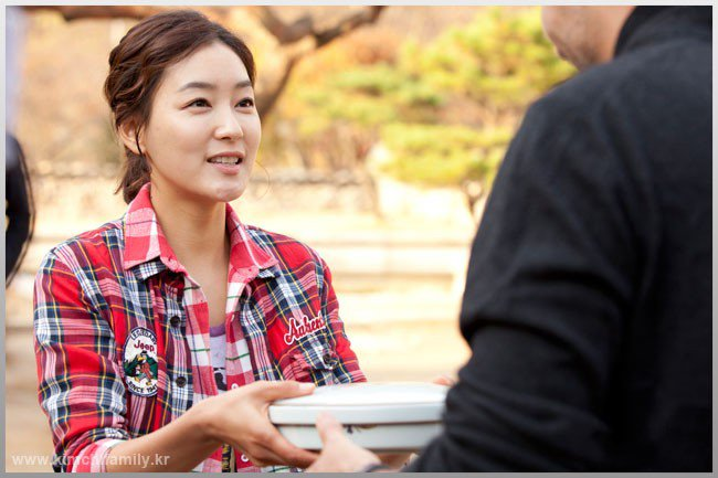 https://rouzegar.com/wp-content/uploads/2015/02/kimchi_family_Rouzegar.com_4.jpg