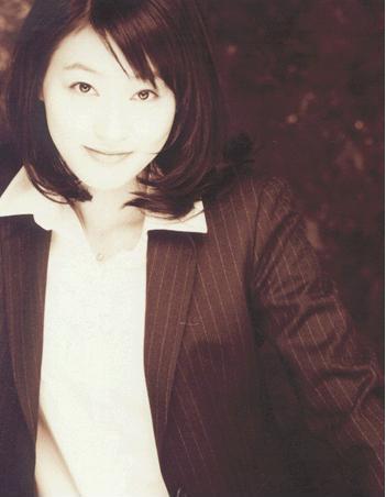 https://rouzegar.com/wp-content/uploads/2015/02/park_jin_hee_Rouzegar.com_15.jpg