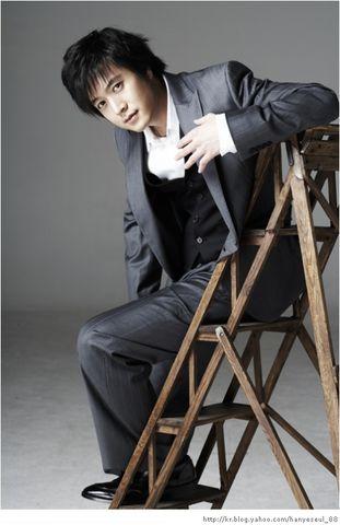 https://rouzegar.com/wp-content/uploads/2015/08/Jo_Hyun_Jae_Rouzegar.com_2.jpg