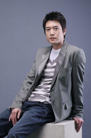 https://rouzegar.com/wp-content/uploads/2015/08/Jo_Hyun_Jae_Rouzegar.com_4.jpg