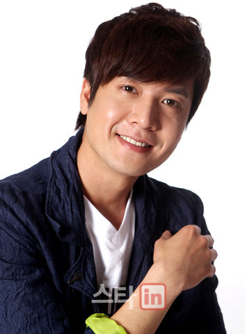 https://rouzegar.com/wp-content/uploads/2015/08/Jo_Hyun_Jae_Rouzegar.com_7.jpg