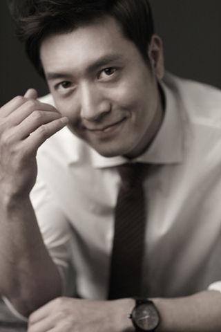 https://rouzegar.com/wp-content/uploads/2015/08/Jo_Hyun_Jae_Rouzegar.com_8.jpg