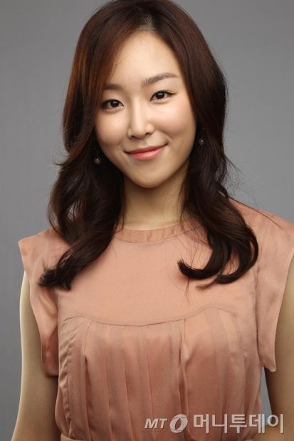 https://rouzegar.com/wp-content/uploads/2015/08/Seo_Hyun_Jin_Rouzegar.com_5.jpg