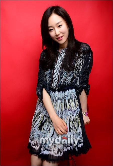 https://rouzegar.com/wp-content/uploads/2015/08/Seo_Hyun_Jin_Rouzegar.com_7.jpg