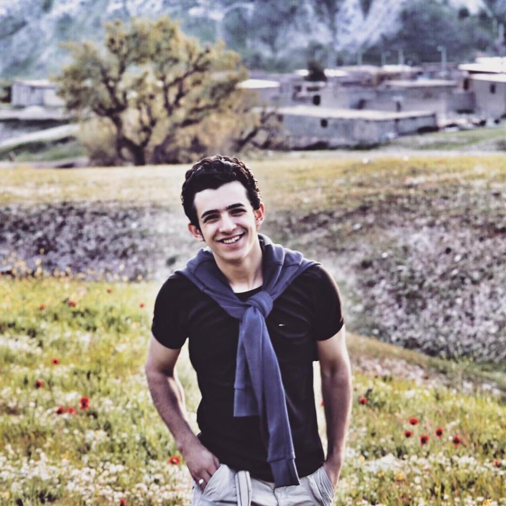 https://rouzegar.com/wp-content/uploads/2015/08/alishadman_Rouzegar.com_3.jpg