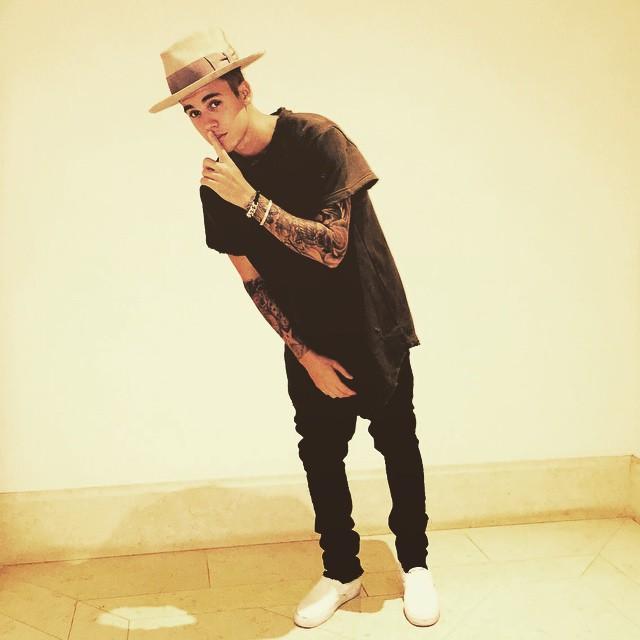 https://rouzegar.com/wp-content/uploads/2015/08/justinbieber_Rouzegar.com_9.jpg
