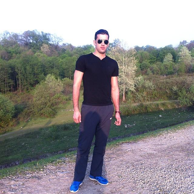 https://rouzegar.com/wp-content/uploads/2015/08/reza_ghara_Rouzegar.com_4.jpg