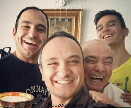 عکس سلفی احسان کرمی با پدر و برادرانش