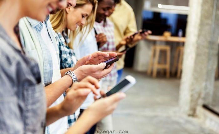 استفاده های بی رویه از تلفن همراه و آسیب های ناشی از آن
