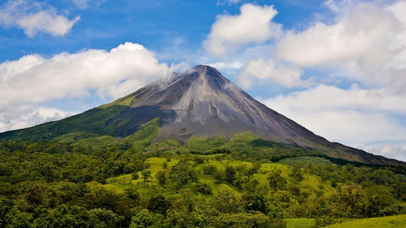 کوه آرنال (Arenal volcano)