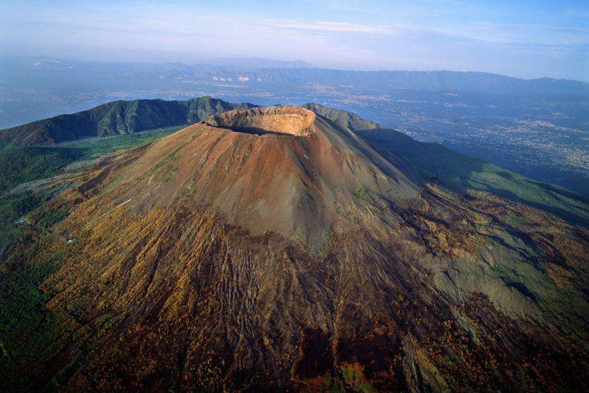 کوه وزوو (Vesuviu Volcano)