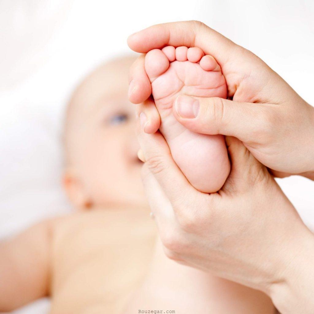با حوصله نوزاد را ماساژ دهید