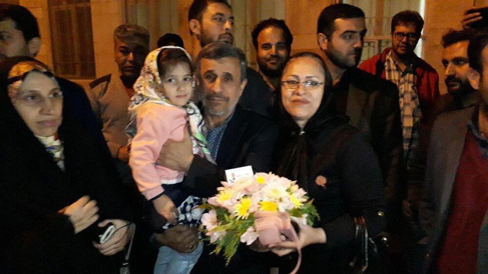 (تصویر) جشن تولد احمدینژاد در نارمک