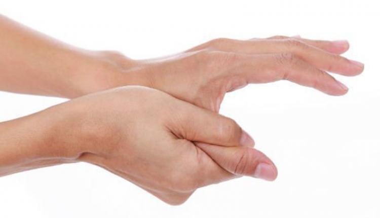 انگشت شست پیچ خورده
