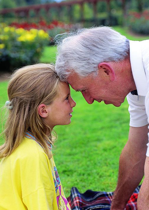 عکس پدربزرگ و نوه دختر