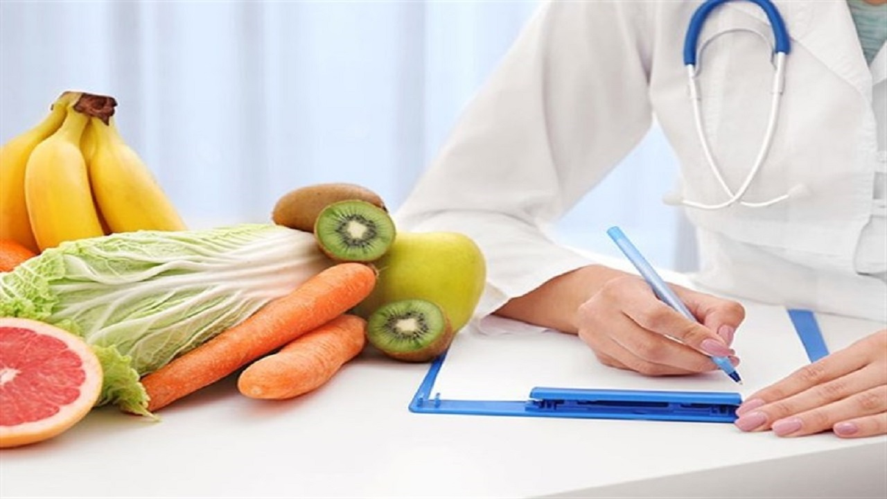 چه غذاهایی را باید در زمان شیوع ویروس کرونا کنار گذاشت؟