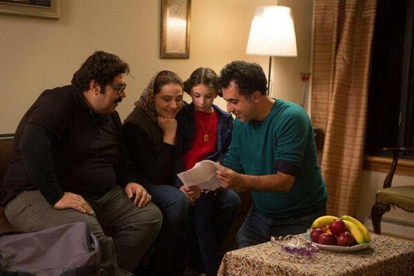 روز دوم جشنواره فیلم فجر در سینمای رسانه ؛ فیلمها و حاشیهها (+عکس)