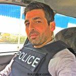 حمید گودرزی در بازی استقلال با لباس نظامی + عکس