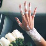 حنای سفید و طرح و نقش های زیبا با آن روی دست ها