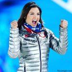 جولیا مانکوزو اسکی باز زن معروف مشغول گدایی است